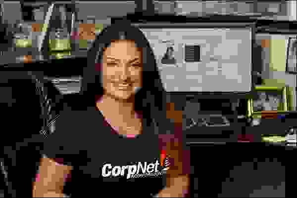 نيللي أكالب، مؤسِّسة موقع (CorpNet.com)