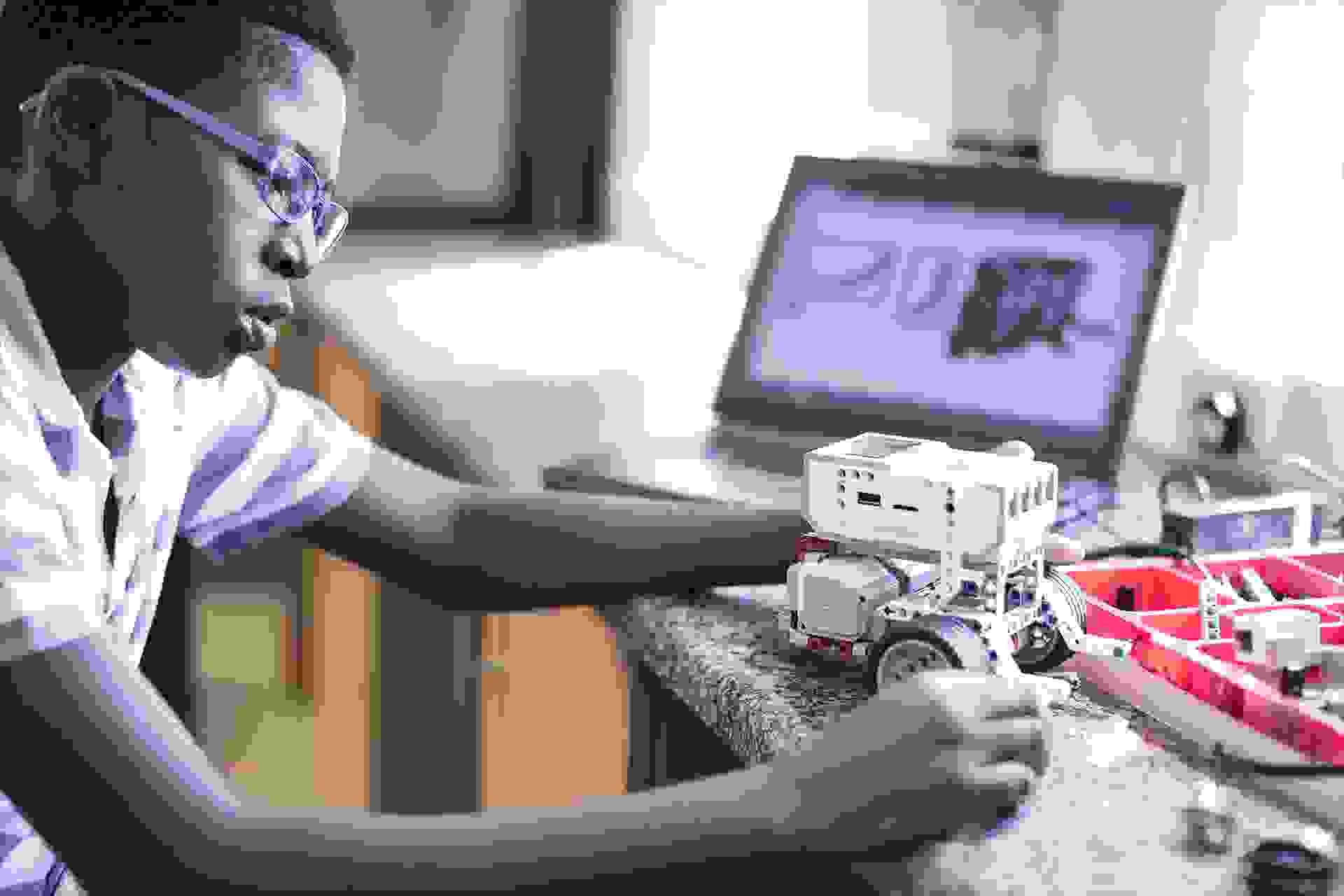 ليغو مايندستورمز أي في3 LEGO Mindstorms EV3