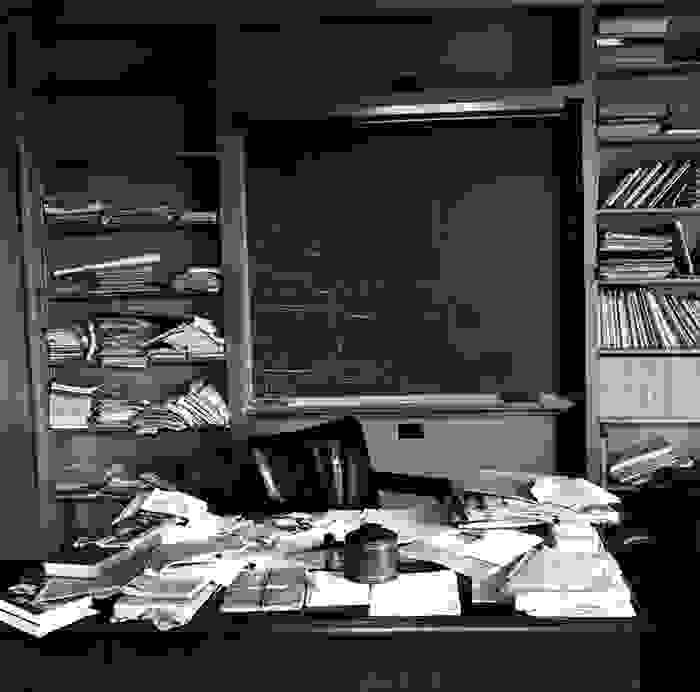 مكتب آينشتاين بعد ساعات فقط من وفاته في 18 نيسان/أبريل 1955