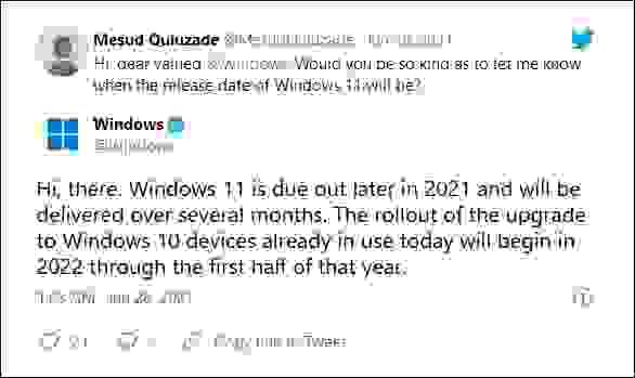 يظهر في الصورة رد شركة مايكروسوفت على أحد الأشخاص عبر منصة تويتر، تشير فيها إلى أنّ إجراءات تحديث ويندوز 10 (Windows 10) إلى ويندوز 11 (Windows 11) ستبدأ في النصف الأول من عام 2022.
