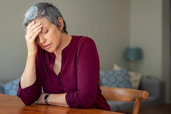 وصولك لسنّ اليأس عامل هام يؤدي لتساقط الشعر